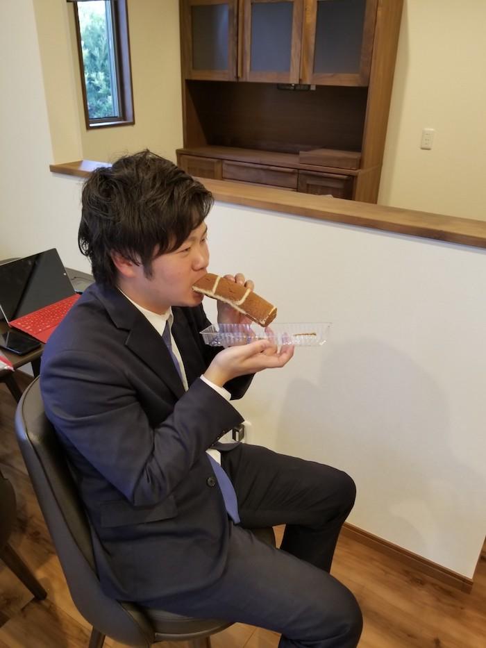 不動産部 五十川さん 恵方巻ロール|家売るオトコ 美味しいもの食べてがんばってます|坂井建設採用ブログ
